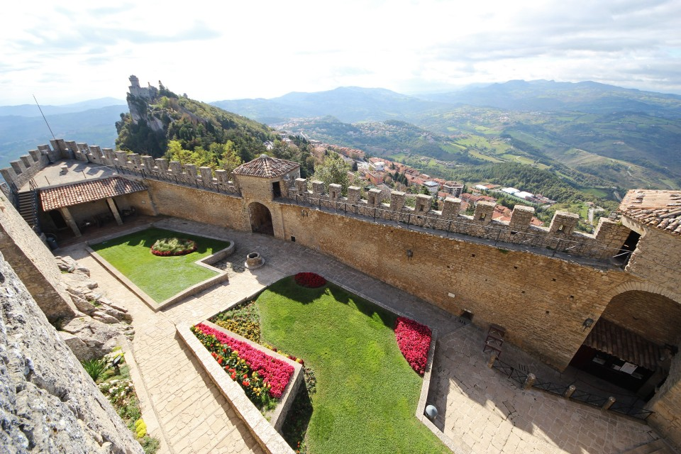10 San Marino