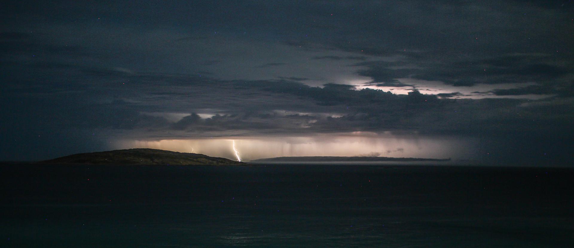 Lightning off Esperance 2