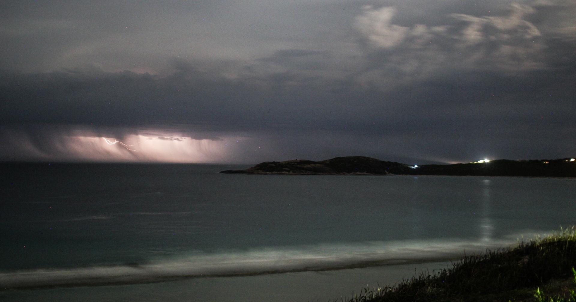 Lightning off Esperance 4