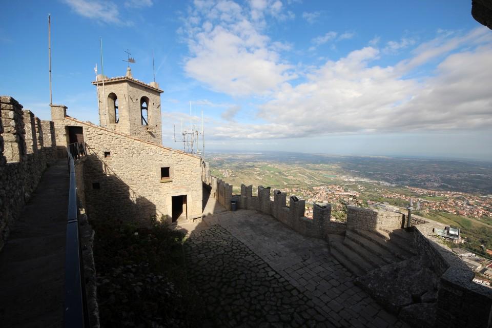 12 San Marino
